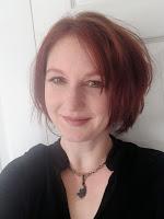 Laura Bickle headshot